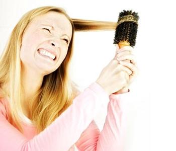 اگر برس سشوار لای موهایتان گیر کند