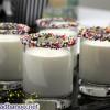 تزیین لیوان شیر با ترافل های رنگی