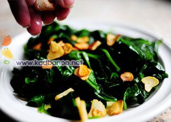 خوراک اسفناج با چیپس سیر